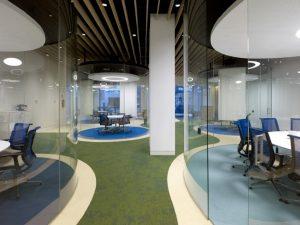oficina con mamparas de cristal
